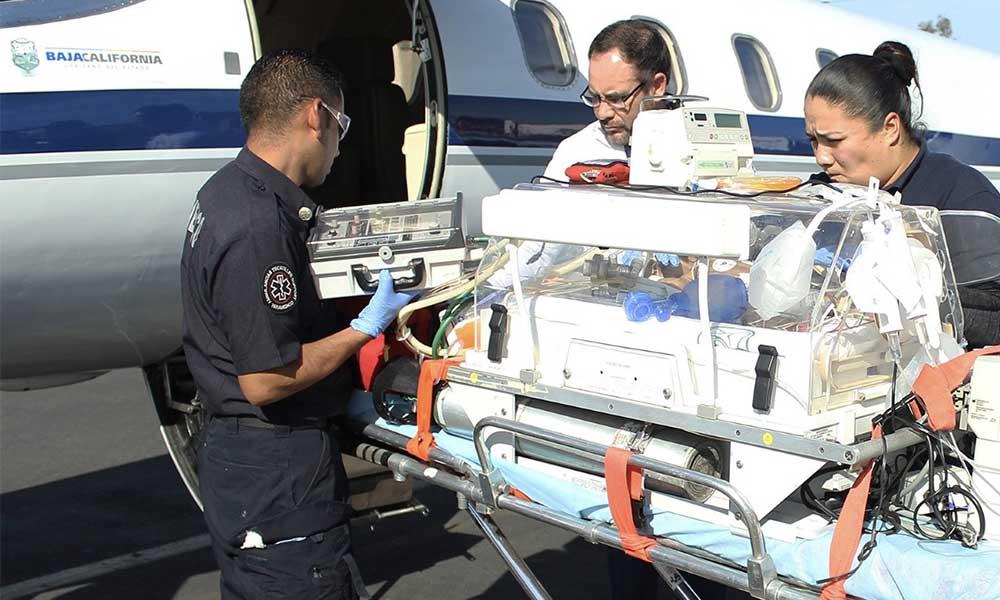 Trasladan a recién nacido en ambulancia aérea de Tijuana a Guadalajara