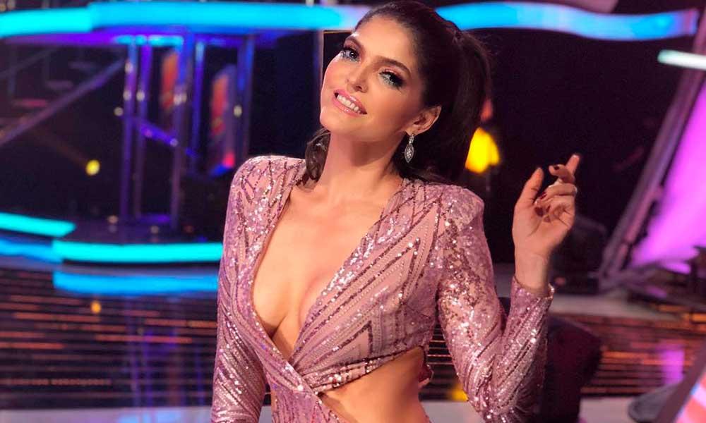 Ana Bárbara presumió su cuerpo en ajustado pantalón de cuero en la final de la LigaMx