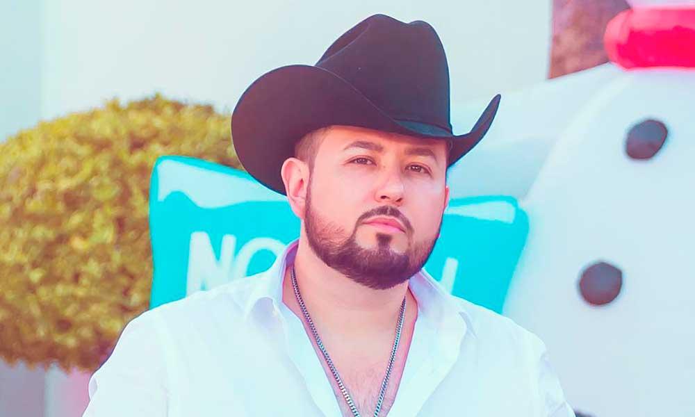 Cantante Roberto Tapia sufre atentado en Michoacán y responde a sus atacantes con polémica foto