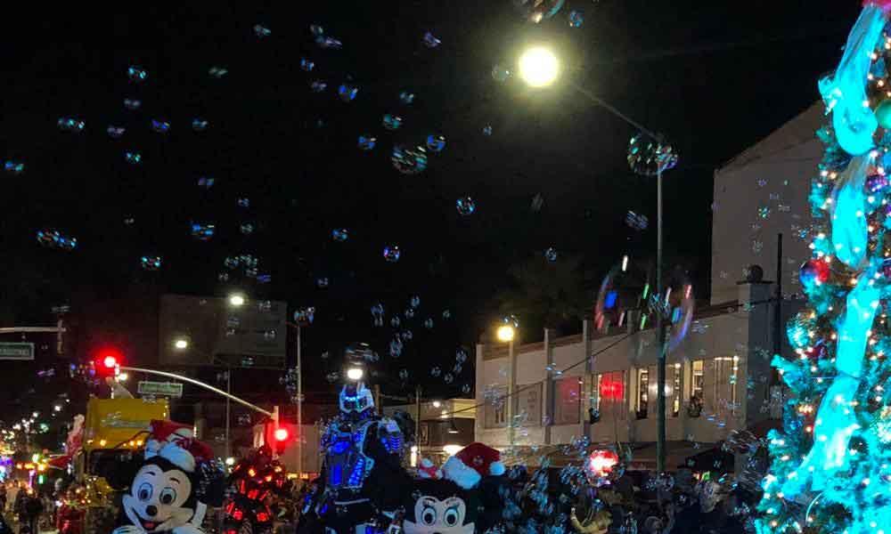 Se realizó la XXI edición del Desfile de Luces en Tecate