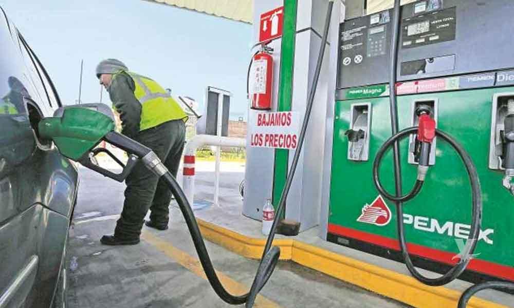 Analistas predicen que la gasolina bajará y la TV por cable subirá para el próximo año