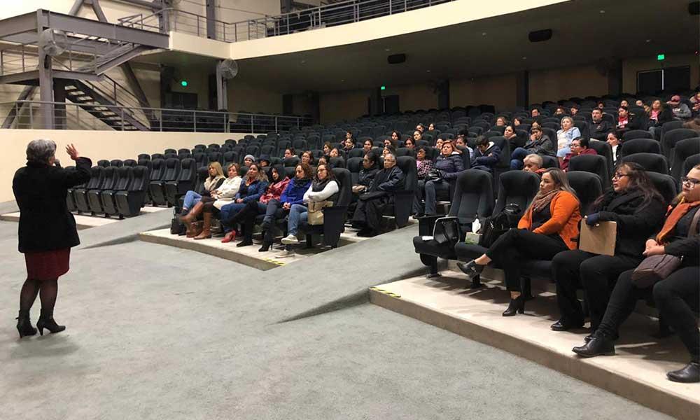 Ofrecen conferencia la Mujer ante el proceso de Duelo en Tecate