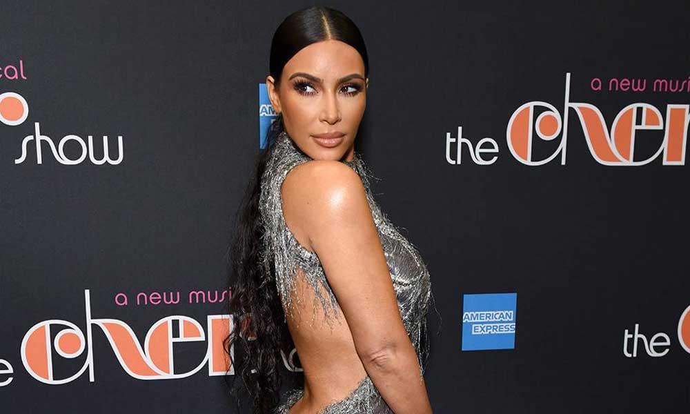 Kim Kardashian se descuida y es captada sin ropa interior en alfombra roja