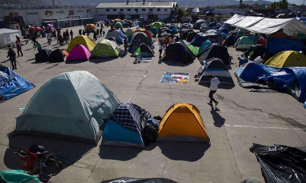 """Migrantes son atacados en Tijuana con """"orina y huevos"""""""
