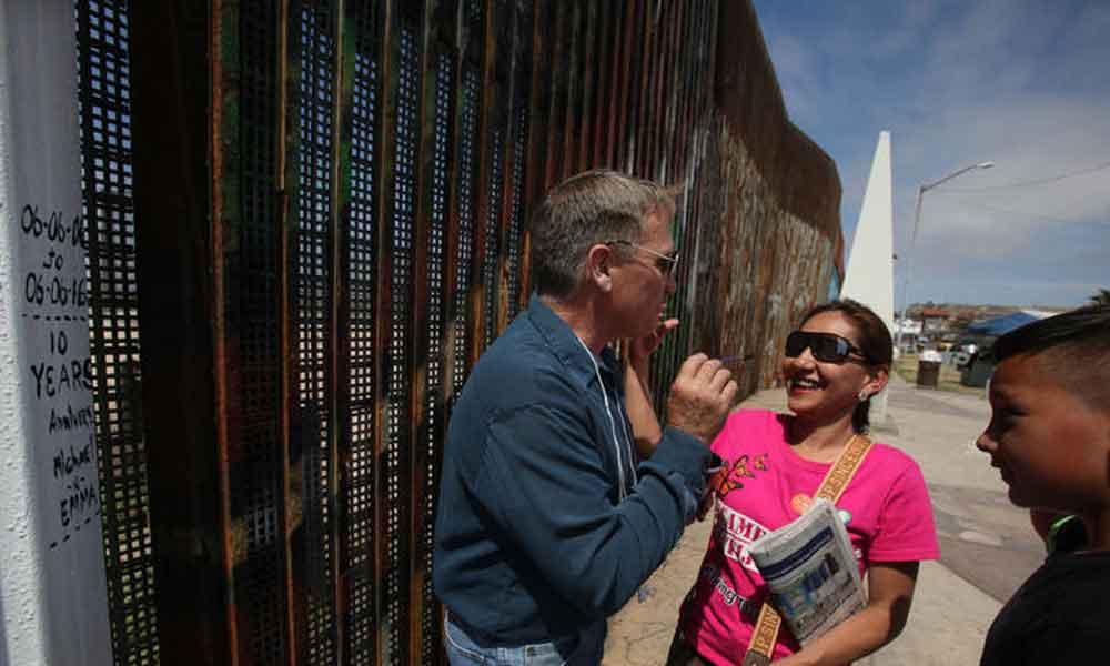 Mujer regresa a vivir con su familia a San Diego, 12 años después de ser deportada
