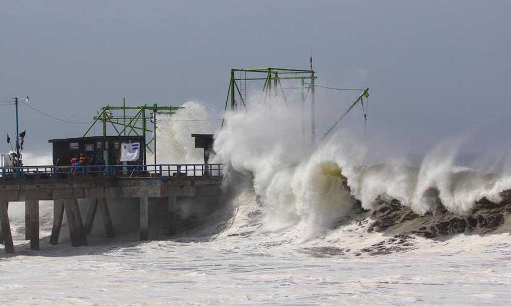 Puertos de Rosarito hasta Los Cabos son cerrados por alto oleaje