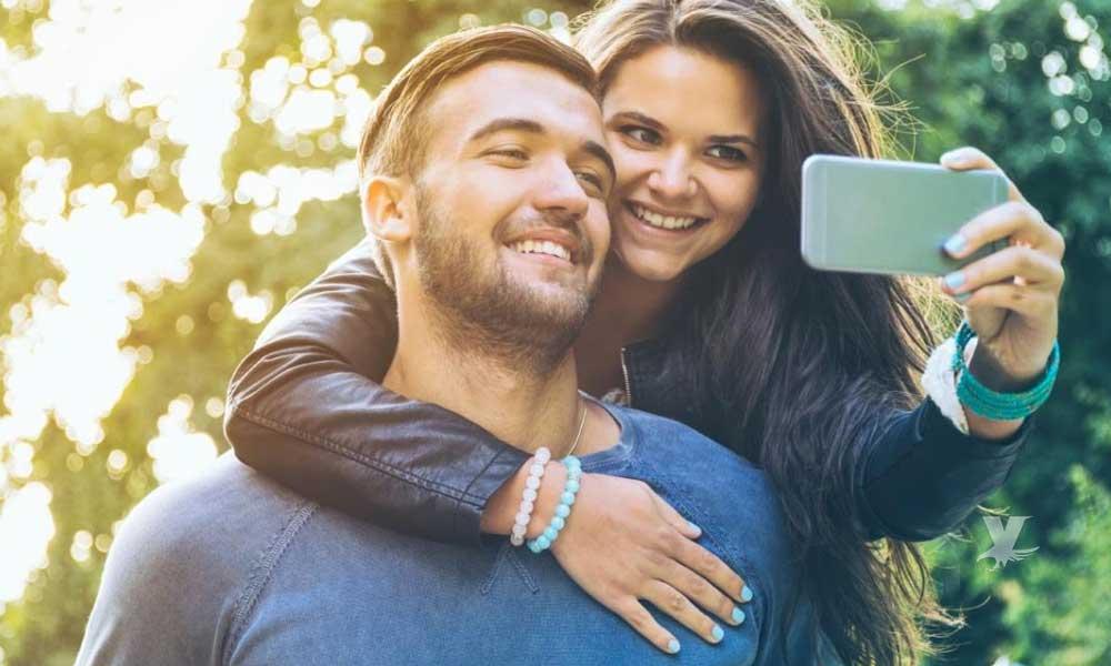 Parejas que presumen mucho su amor en redes sociales, son las más infelices