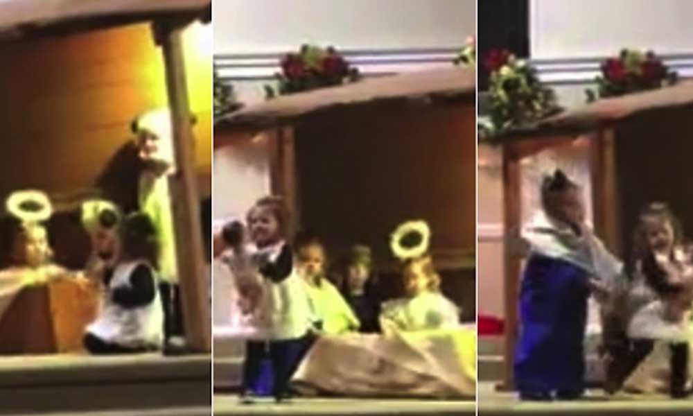 (VIDEO) 'Pastorela' escolar terminó entre gritos y empujones de sus pequeñas participantes