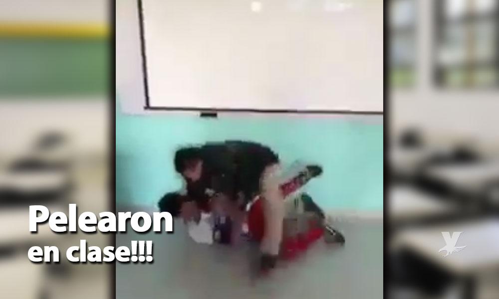 (VIDEO) Maestro y alumno se pelean en el salón de clases