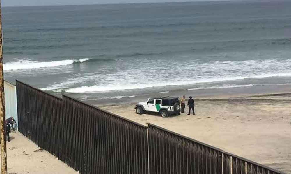 Hondureño muere ahogado al intentar cruzar nadando por la playa de Tijuana a Estados Unidos