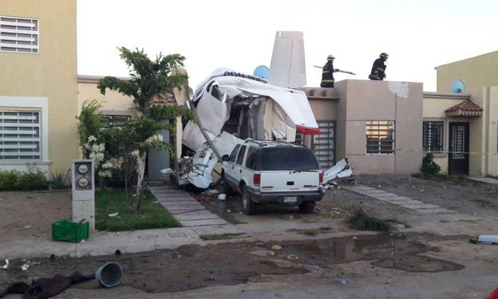 (VIDEO) Momento exacto en que avioneta cae sobre una casa en Culiacán