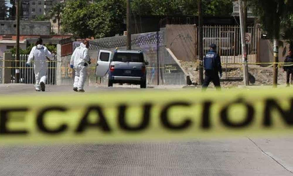 (VIDEO) Policías Municipales y presuntos secuestradores se enfrentan a disparos en Tijuana
