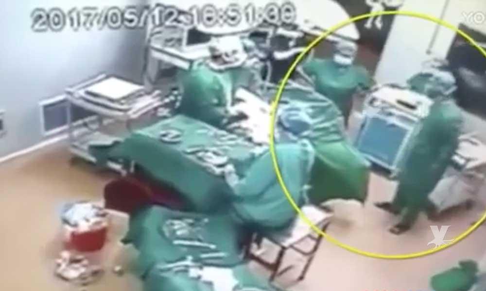 (VIDEO) Doctor y enfermera pelean a 'puñetazos' en el quirófano en plena cirugía