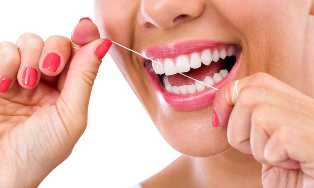 ¡Atención! Usar hilo dental puede generar cáncer