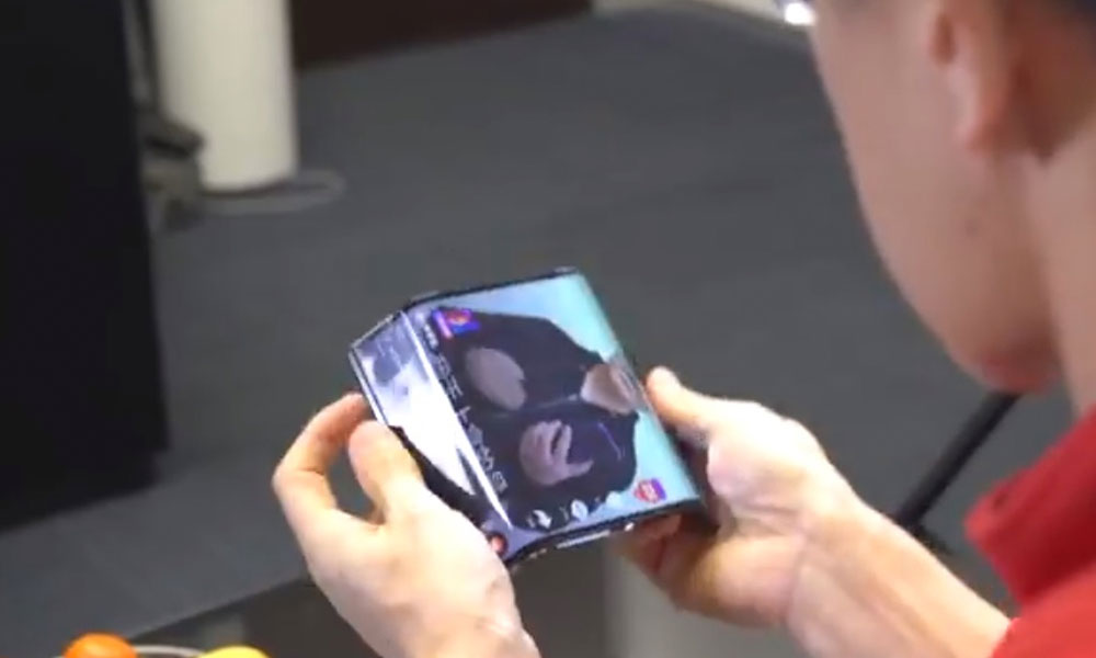 (VIDEO) China presenta el primer smartphone plegable