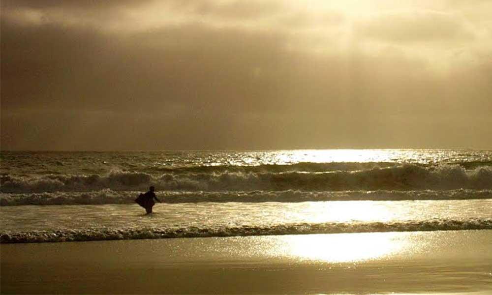 Cierran playa de Ensenada por contaminación de aguas residuales
