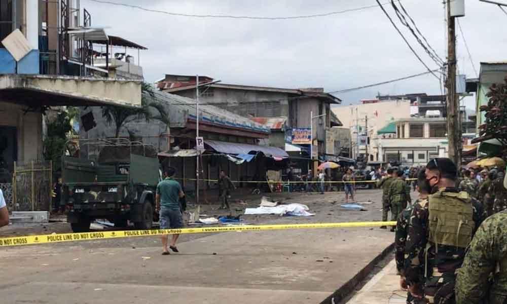 Bombas estallan afuera de catedral en Filipinas, se reportan 20 muertos y cientos de heridos