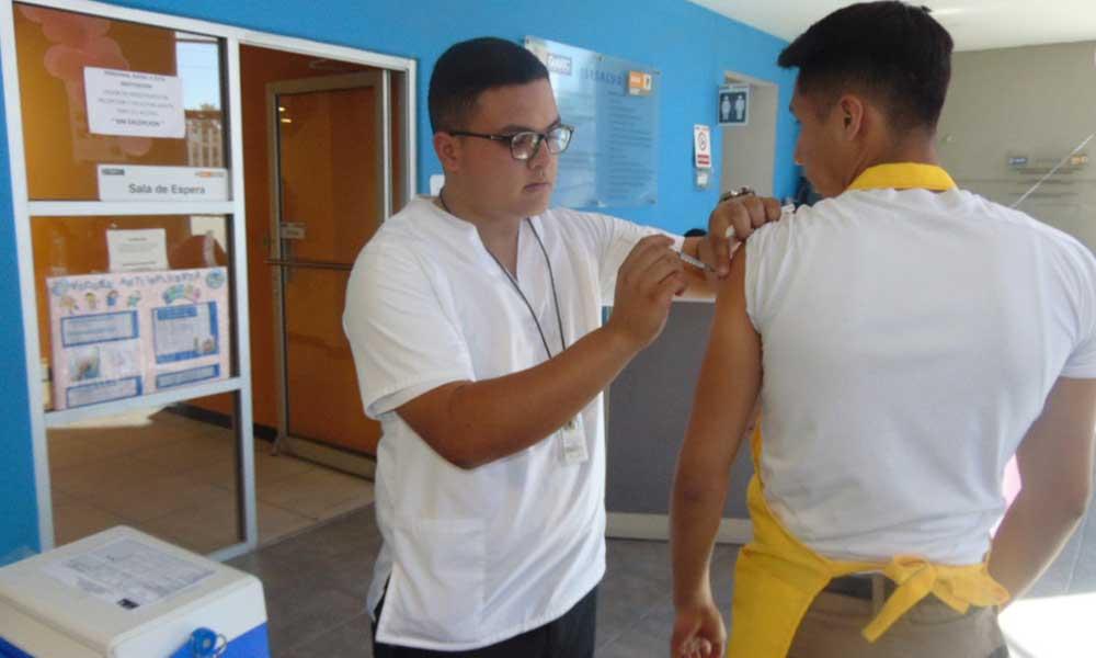 Llaman a la comunidad a vacunarse contra la Influenza en Baja California
