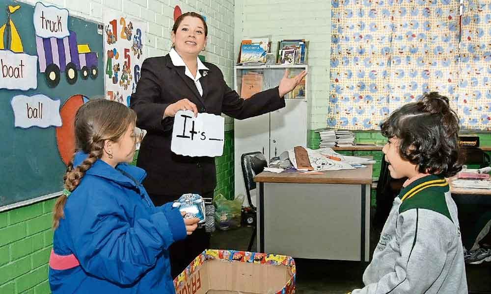Maestros podrán impartir clases de inglés sin necesidad de hablarlo: SEP