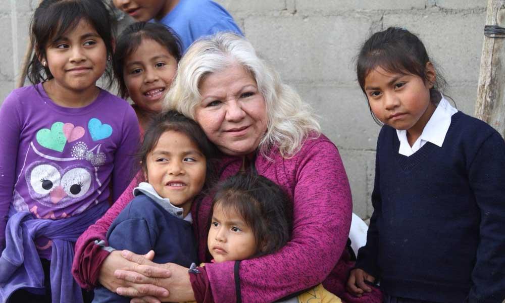 Visita Marina Calderón zonas pobres de San Quintín