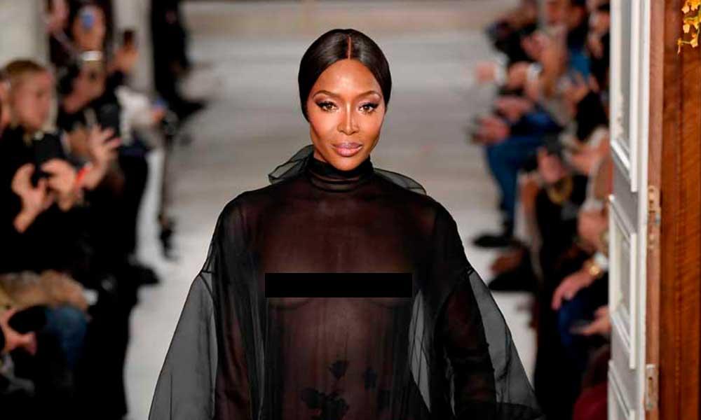 Naomi Campbell se roba la pasarela de moda con vestido transparente