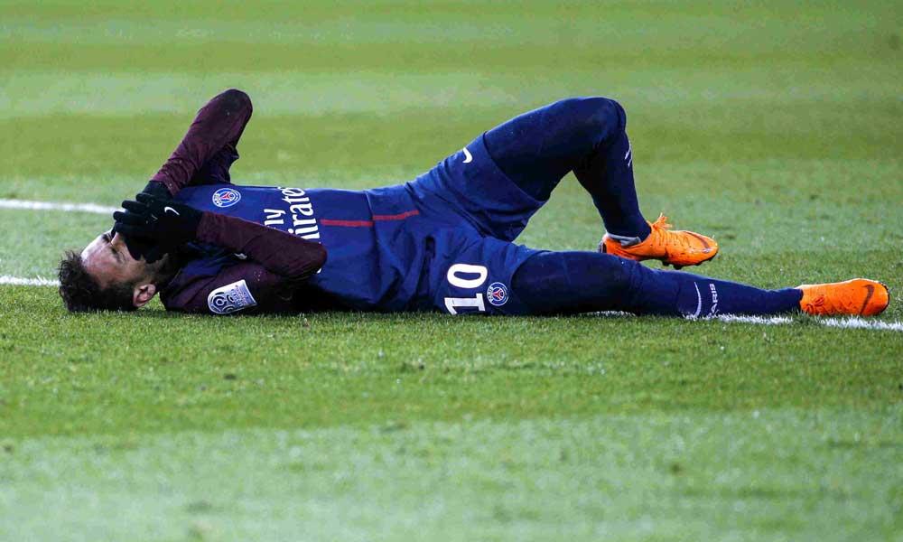 Neymar estará dos meses fuera de las canchas por lesión