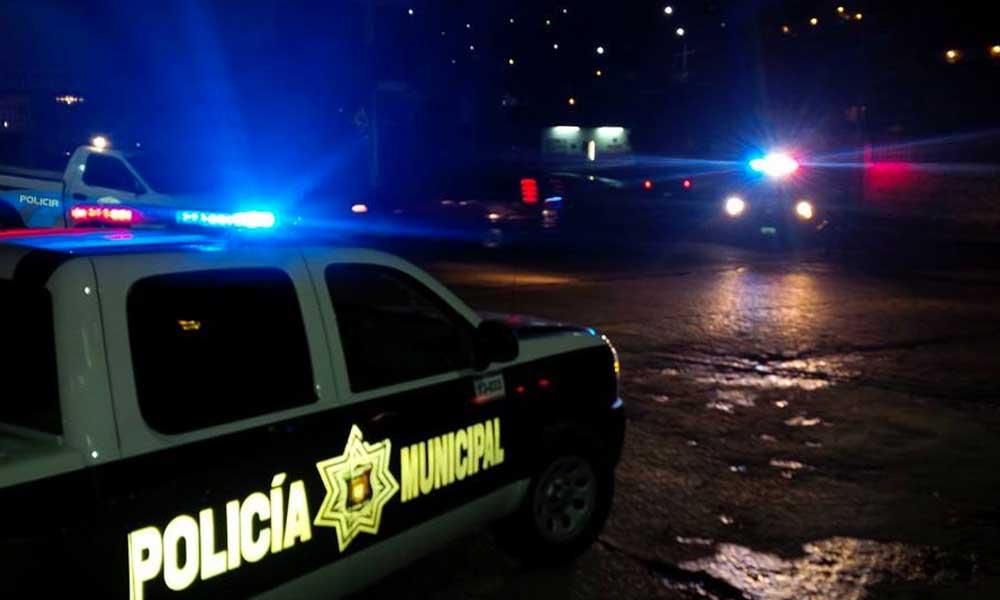 Migrantes agreden a dos Policías Municipales en Tijuana