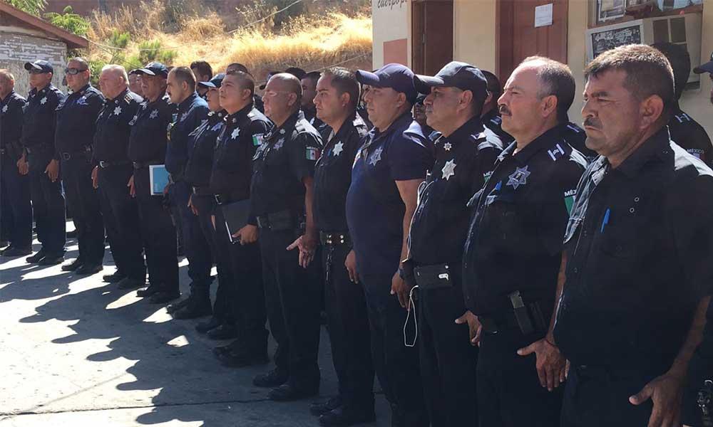 Felicita Marina Calderón a los policías en su día