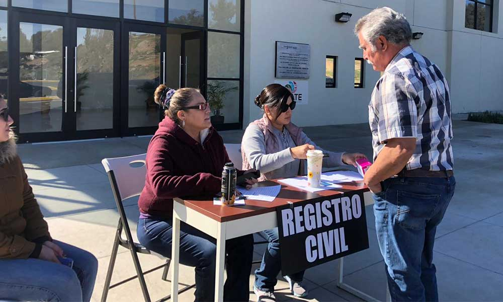 Registro Civil atiende a la ciudadanía en el Teatro de la Ciudad en Tecate