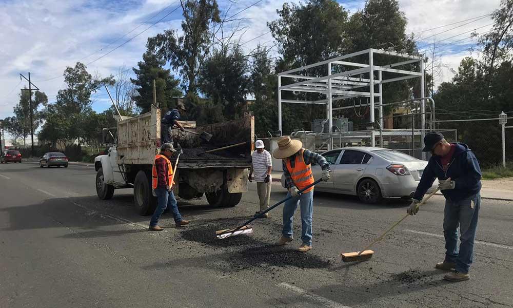 Ejecutan el Programa de Bacheo en principales avenidas de Tecate