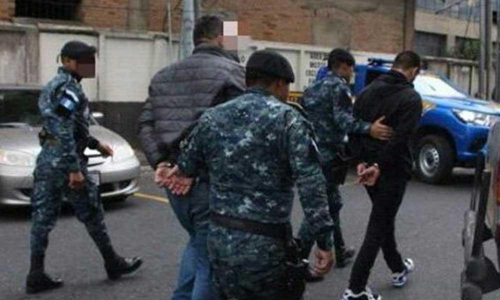 """Integrantes de """"La Trakalosa de Monterrey"""" son detenidos en el aeropuerto de Guatemala"""