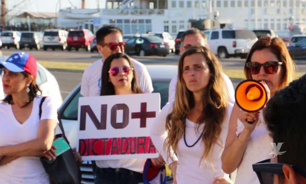 Venezolanos en San Diego apoyan a Juan Guaidó como presidente