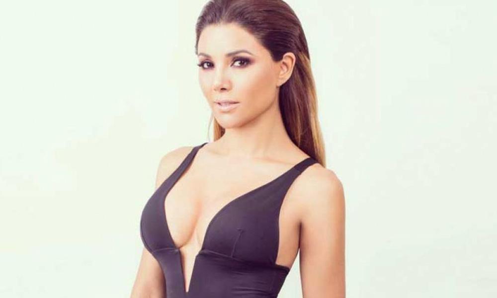 Aleida Nuñez se quita la ropa para presentar su nuevo sencillo musical