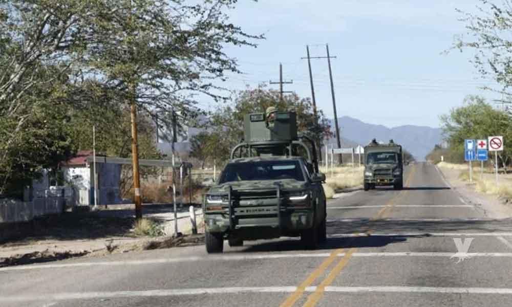 """(VIDEO) Patrullas artilladas y gran despliegue militar vigilan la llegada de AMLO al pueblo de """"El Chapo"""" Guzmán"""