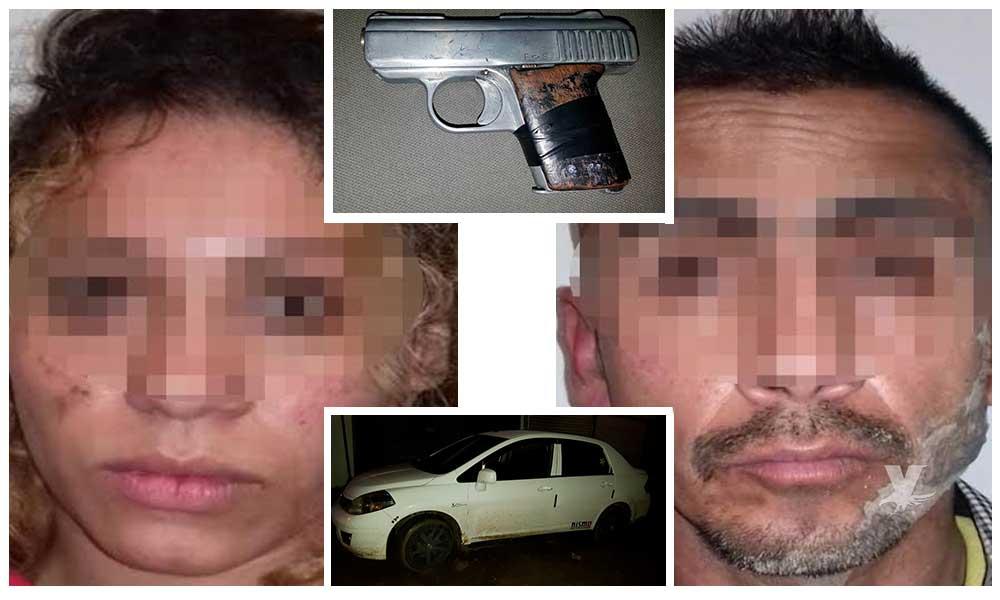 Pareja es detenida por Policía Municipal mientras asaltaban a un Uber en carretera Tecate-Tijuana