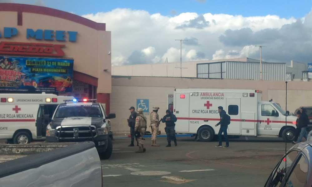 Hombre es atacado a balazos en el estacionamiento del Swap Meet Los Encinos en Tecate