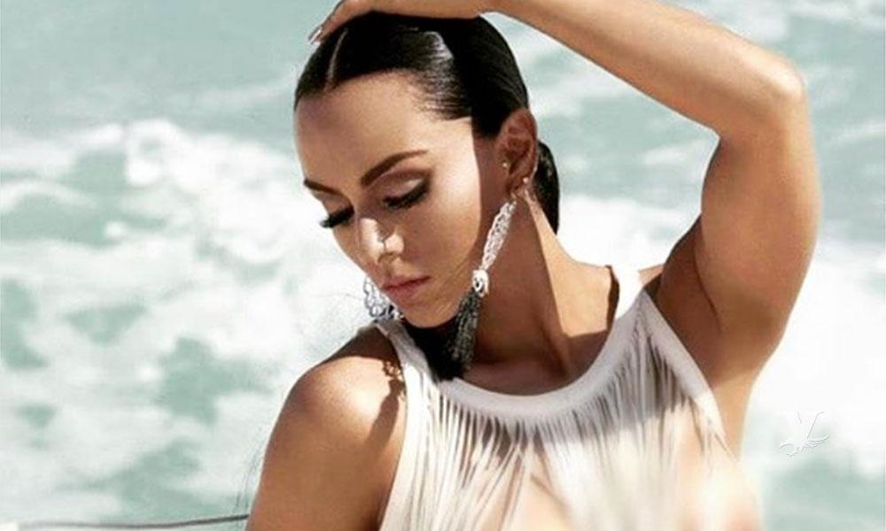 Ivonne Montero se quita toda la ropa a la orilla de la playa como regalo para sus fans
