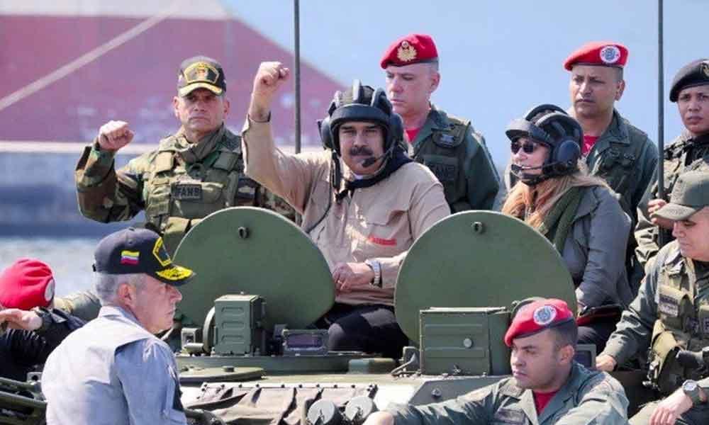 Nicolás Maduro se desmayó dentro de un tanque de guerra y no lo podían sacar por su sobrepeso