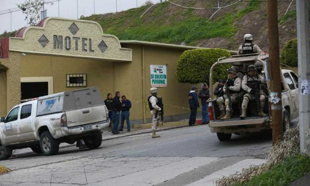 (VIDEO) Graban momento que Policías Municipales de Tijuana se enfrentan ha disparos contra ladrones de autos