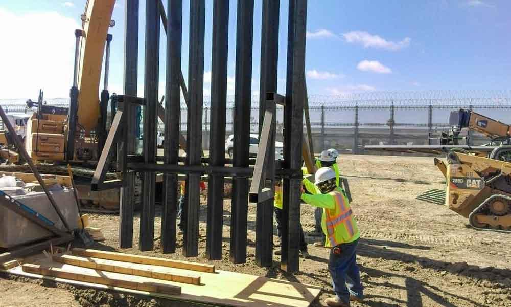 Reanudan en San Diego el reemplazo del nuevo muro fronterizo