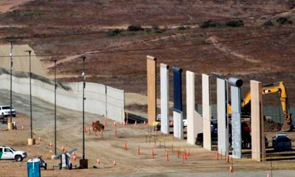 Derriban los prototipos del muro fronterizo en San Diego