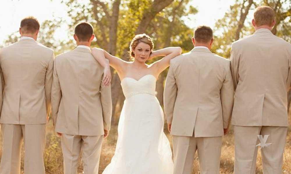 Mujer vive con su esposo y su prometido, además de tener dos novios más, dicen ser felices los cinco