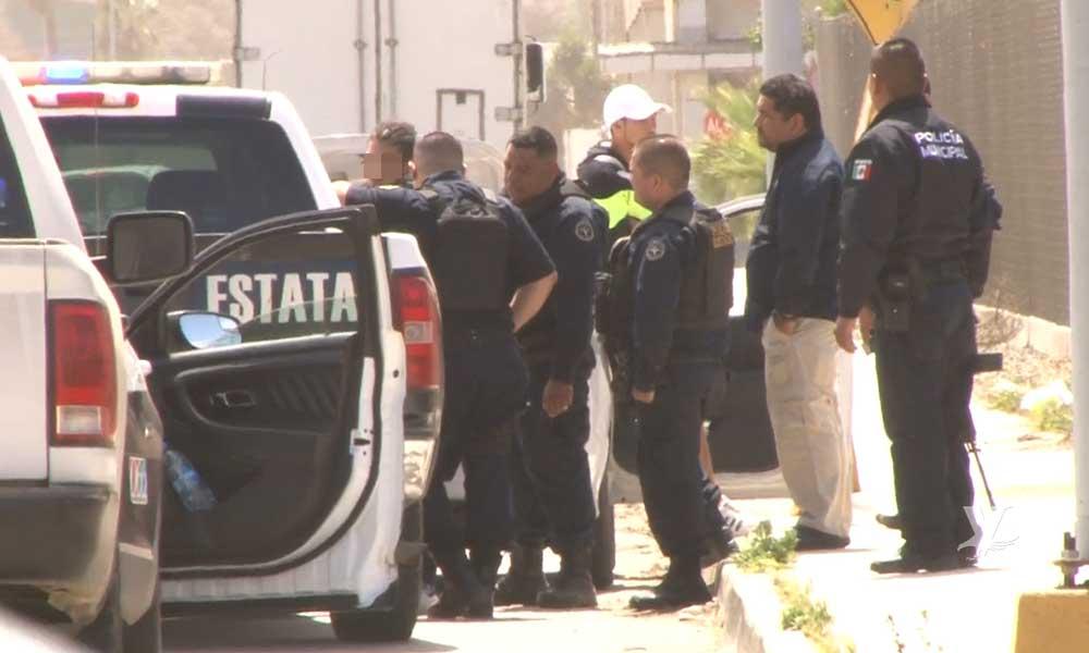 Oficial de la Policía Municipal de Mexicali es detenido por conducir un auto con reporte de robo