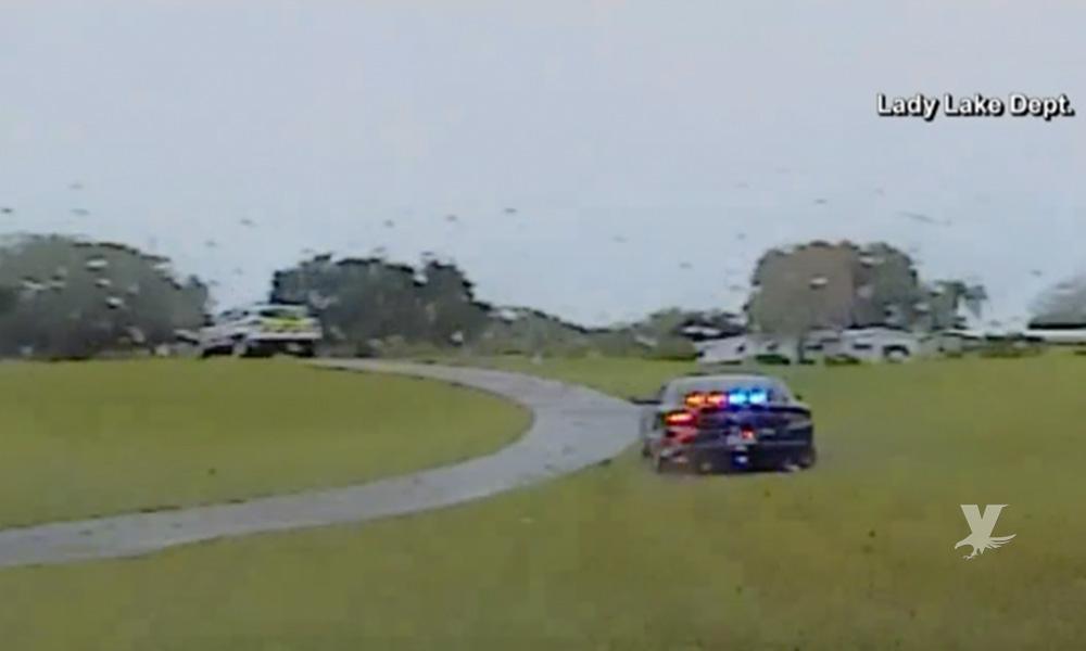 (VIDEO) Policías persiguen por campo de golf a delincuente que robó una unidad de Paramédicos