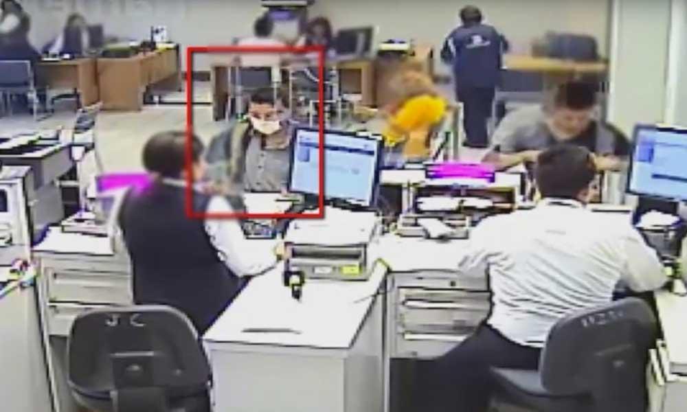 """Hombre robó banco armado con pistola de burbujas y jeringa llena de """"sangre infectada de Sida"""""""