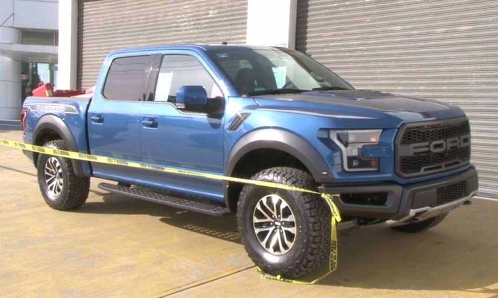 Comando armado ingresa a agencia y roba vehículos de lujo en Ensenada
