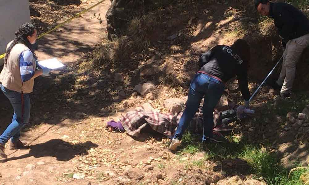 Encuentran enterrado a un costado de la carretera cadáver de mujer en estado de descomposición