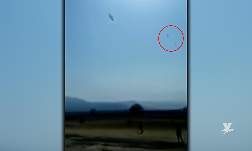 (VIDEO) Momento exacto en que paracaidista y acompañante pierden la vida al caer sin control
