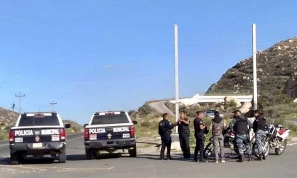 Cuelgan narcomanta en puente de 'La Sierrita' en Tecate