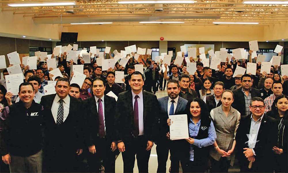 Certifican a estudiantes de la UTT en competencias laborales